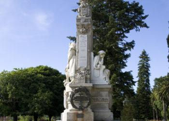 MONUMENTO A ROSALÍA FERRADURA COMPOSTELA CASA GRANDE DO BACHAO